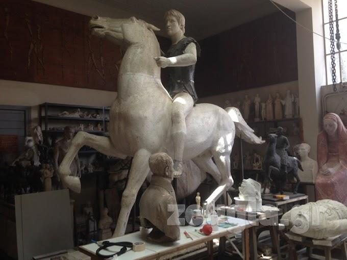 Αποκαλυπτήρια για το άγαλμα ..Η περιπέτεια του αγάλματος διαρκεί περισσότερο από ότι... η εκστρατεία του Μεγάλου Αλεξάνδρου...