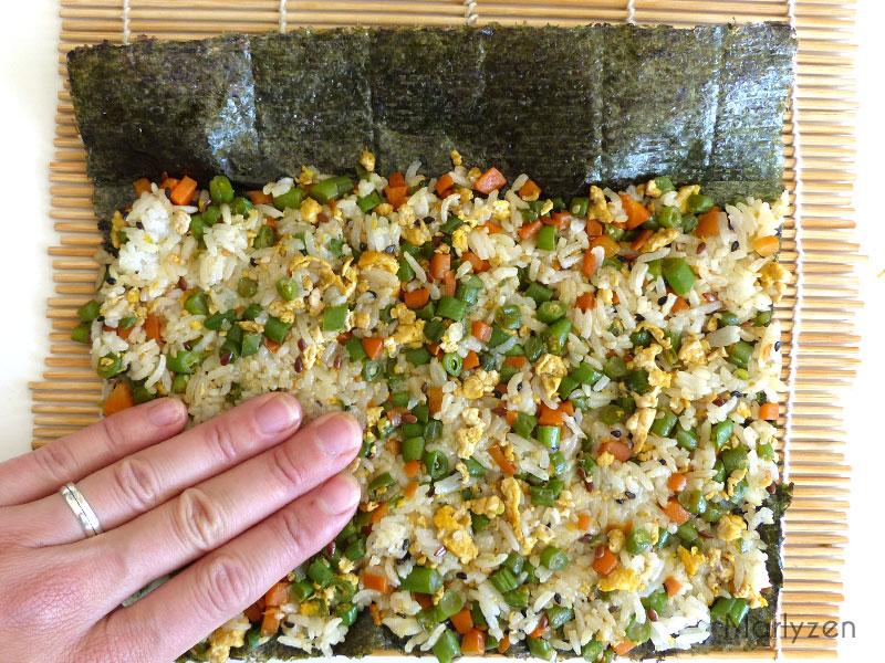 Etalez le riz aux légumes.