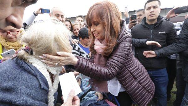 "Cristina Fernández advierte que Gobierno de Macri prepara ""gran ajuste"""