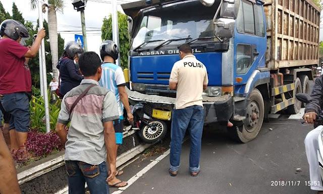 Rem Blong, Truk Pasir Hajar Tiga Motor, Satu Tewas Dilindas Roda Truk