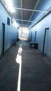 Se trata de la escuela Patricias Mendocinas, del Médano de Oro, en donde colocaron los módulos mientras construyen el nuevo establecimiento. Los chicos sufren descompensaciones por las altas temperaturas y la falta de refrigeración en el lugar.