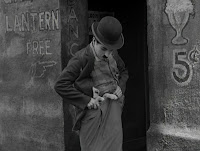 """Кадр из фильма Чарли Чаплина """"Собачья жизнь"""" / A Dog's Life (1918) - 10"""