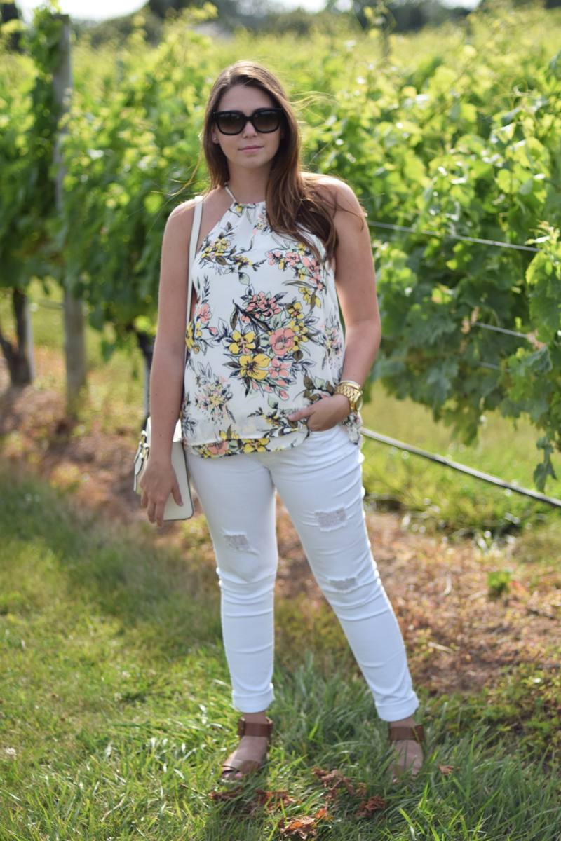 Hamptons style is casual, neutral, and floral.