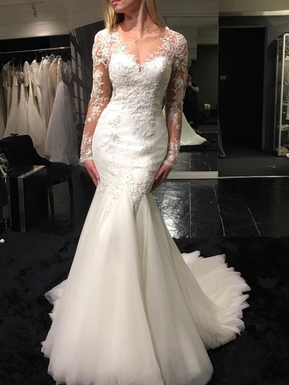 http://uk.millybridal.org/product/tulle-scoop-neck-trumpet-mermaid-sweep-train-with-appliques-lace-wedding-dresses-ukm00023070-21287.html?utm_source=post&utm_medium=1376&utm_campaign=blog