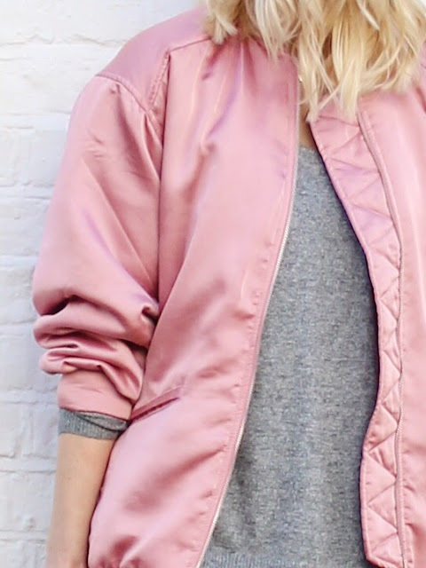 how to wear a bomber jacket, pink bomber jacket, baseball jacket, sports luxe outfit, stand smith, boyfriend jeans, grey jumper