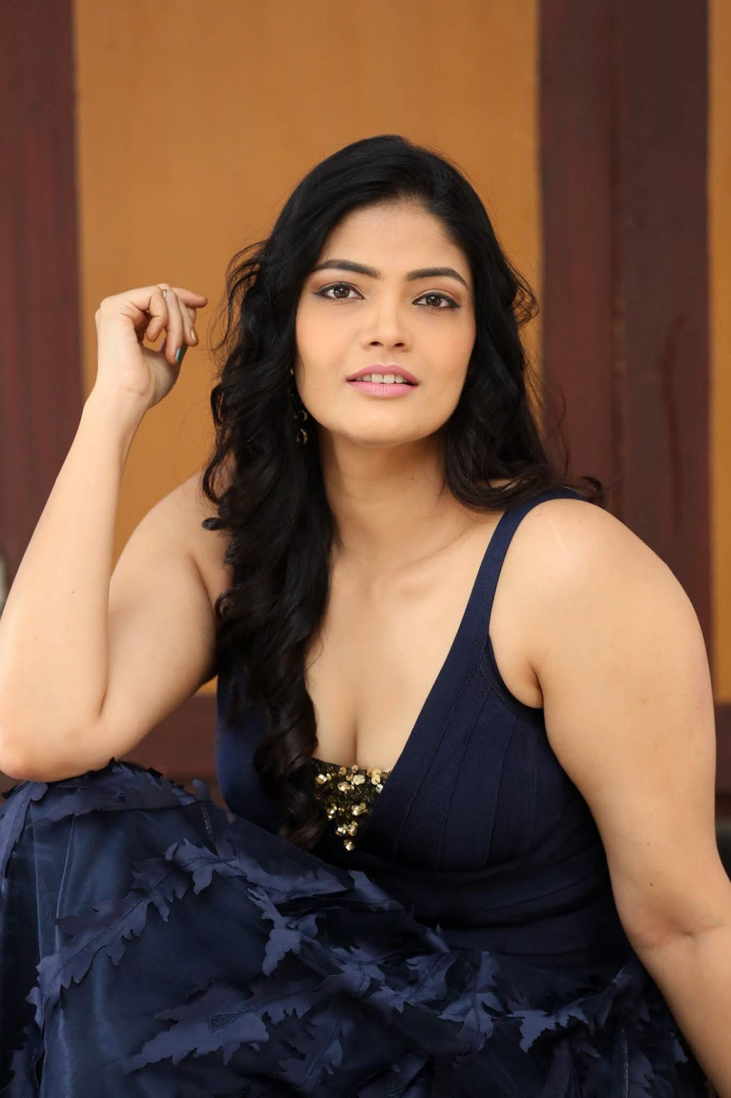 Beauty Galore Hd  Kalpika Ganesh Hot Cleavage And Body -3948
