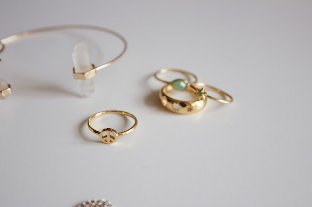 Orelia Mini Peace Ring & Cut Out Star Band Set.