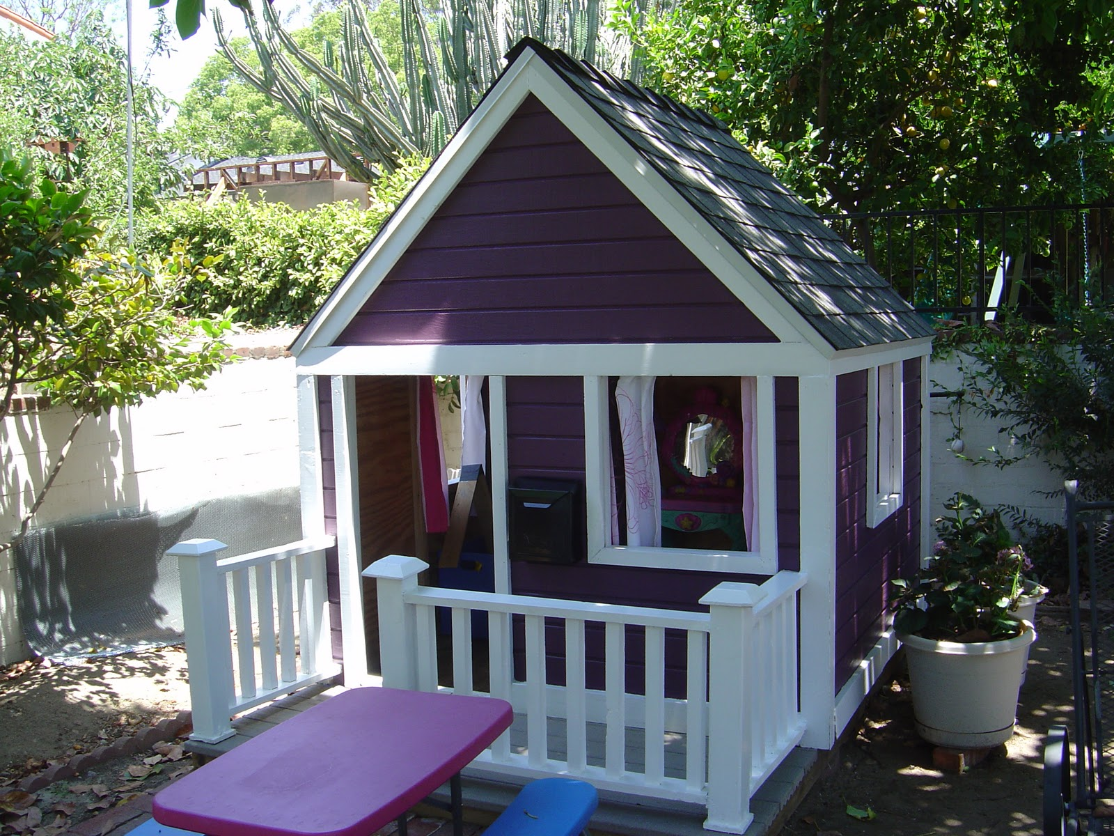 Diy girls and boys playhouse designs for backyard bahay ofw for Kids outdoor playhouse