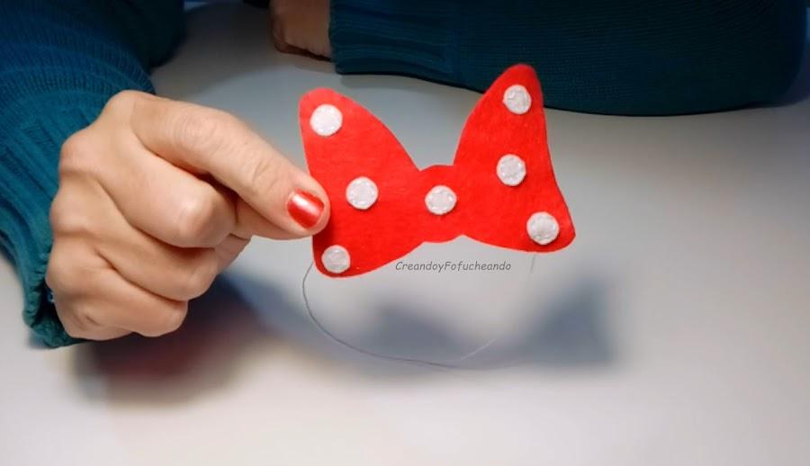 lazo-diy-minnie-mouse-en-fieltro-para-decorar-agendas-cuadernos-libretas-creandoyfofucheando