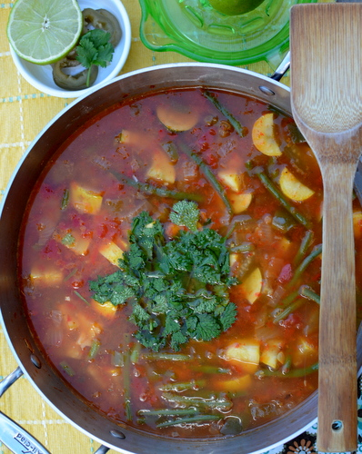 Weight Watchers Mexican Zero Points Soup ♥ AVeggieVenture.com, the spicy adaptation of the famous original zero points soup. Vegan. Low Carb. Gluten Free. Whole 30. Obviously, Weight Watchers Friendly!