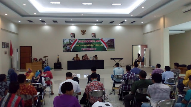 Bapak Sofyan Hanafi Selaku Kepala Balai Latihan Masyarakat Pekanbaru sedang menberikan kata-kata sambuatn pada saat pembukaan acara