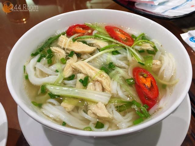 ノイバイ空港ラウンジ フォーガー Chicken pho noodle