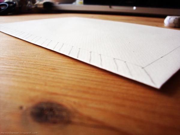 Líneas guías diagonales del sobre.