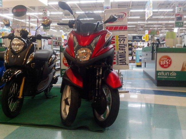 экономичный трехколесный скутер