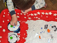 Outer-Space-Sensory-Play