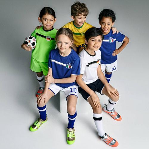 camisetas y pantalones cortos de fútbol para niños H&M