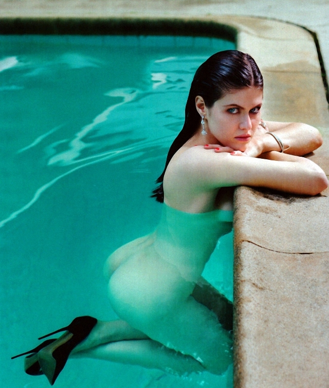 Alexandra Daddario desnuda