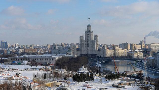 """В парке """"Зарядье"""" в Москве нашли медальон XVI века с розой Тюдоров"""