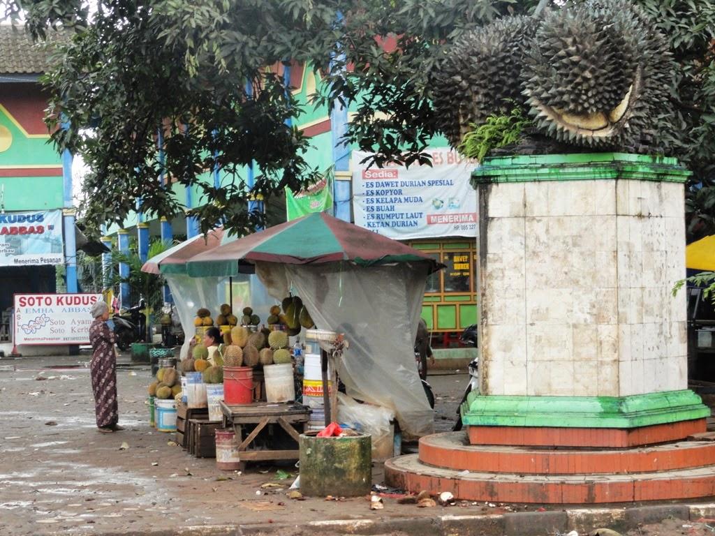 Tugu buah durian sebagai simbol pasar Ngabul, Jepara