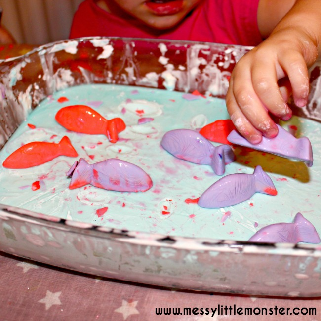 How to make frozen oobleck. Fish themed sensory play for toddlers and preschoolers. Easy science for kids.
