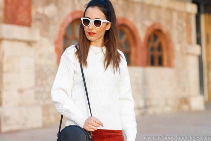 Influencer blogger valencia con look comodo estiloso idea como combinar pantalones culottes pana con jersey blanco 3D