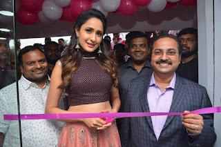 pragya jaiswal bnew mobile store launch 05