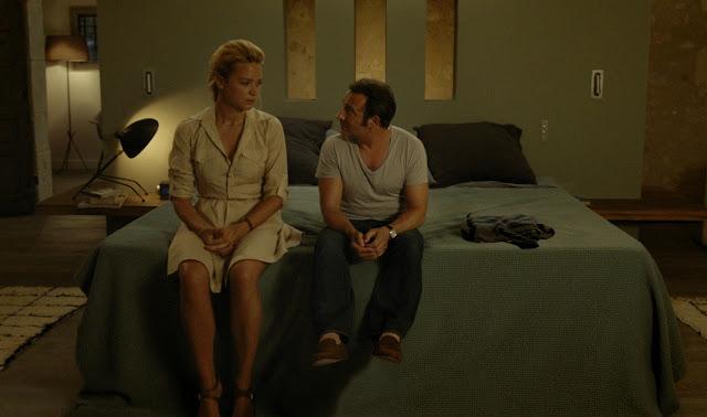 der cineast Filmblog Diane und Alexandre sitzen auf dem Bett