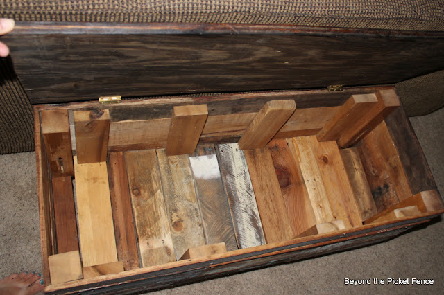 pallet storage bench coffee table http://bec4-beyondthepicketfence.blogspot.com/2012/07/pallet-storage-benchcoffee-table.html