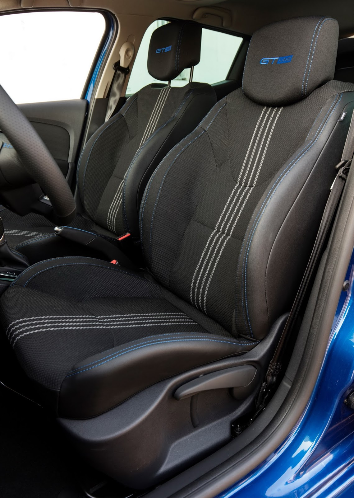 Renault drops more images of the updated clio carscoops Interieur clio 4