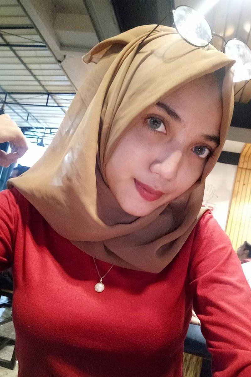 hijab grosir hijab gambar cewek merah manis
