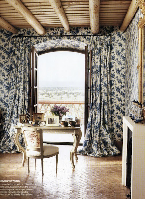 Dwellers Without Decorators: Matching Curtains and Wallpaper... Instant Drama