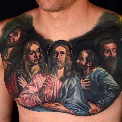 Tatuaje de la Última Cena en el pecho
