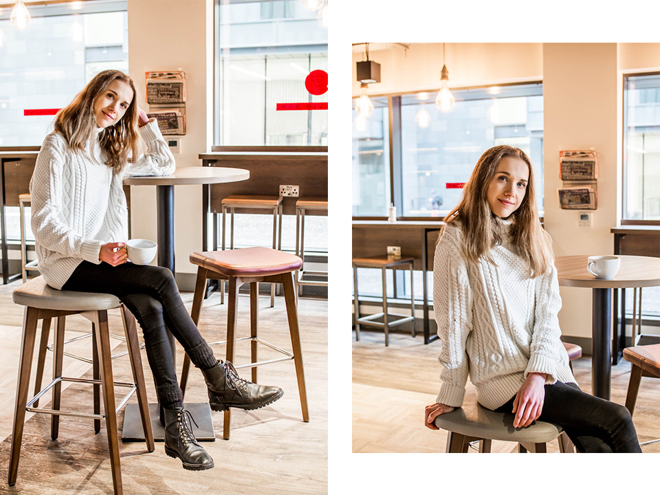 Woman drinking coffee in a coffee shop - Kahvila, kahvi, muotiblogi, bloggaaja