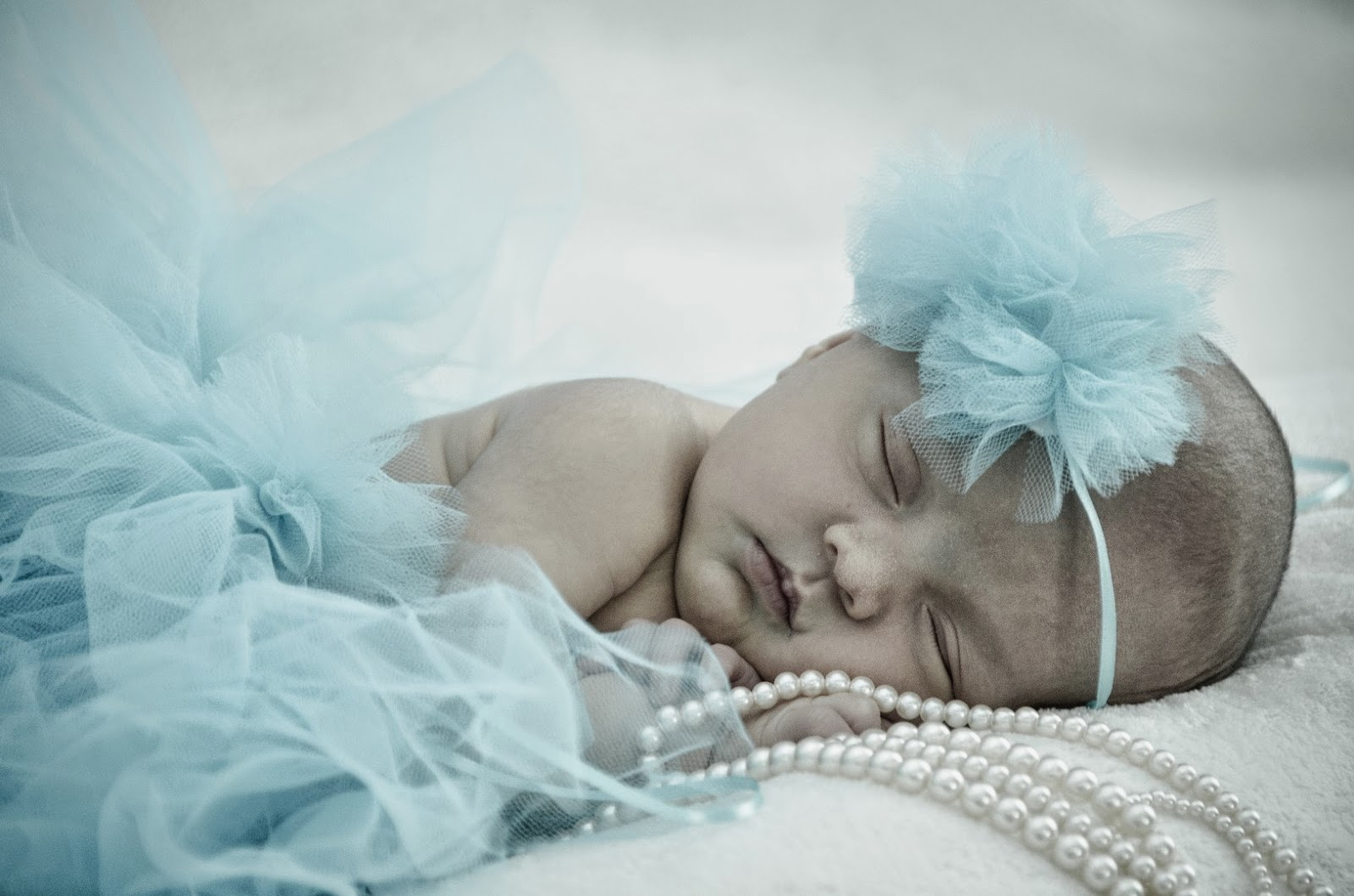 http://craftyc0rn3r.blogspot.com/2014/08/no-sew-baby-infant-tutu.html