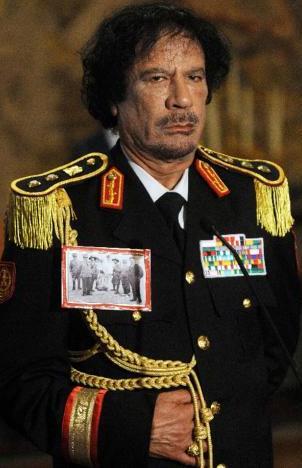 Foto de Muamar El Gadafi con cara de molesto