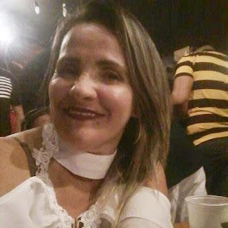 Mulher é morta pelo ex-marido com 14 facadas no meio da rua em Natal