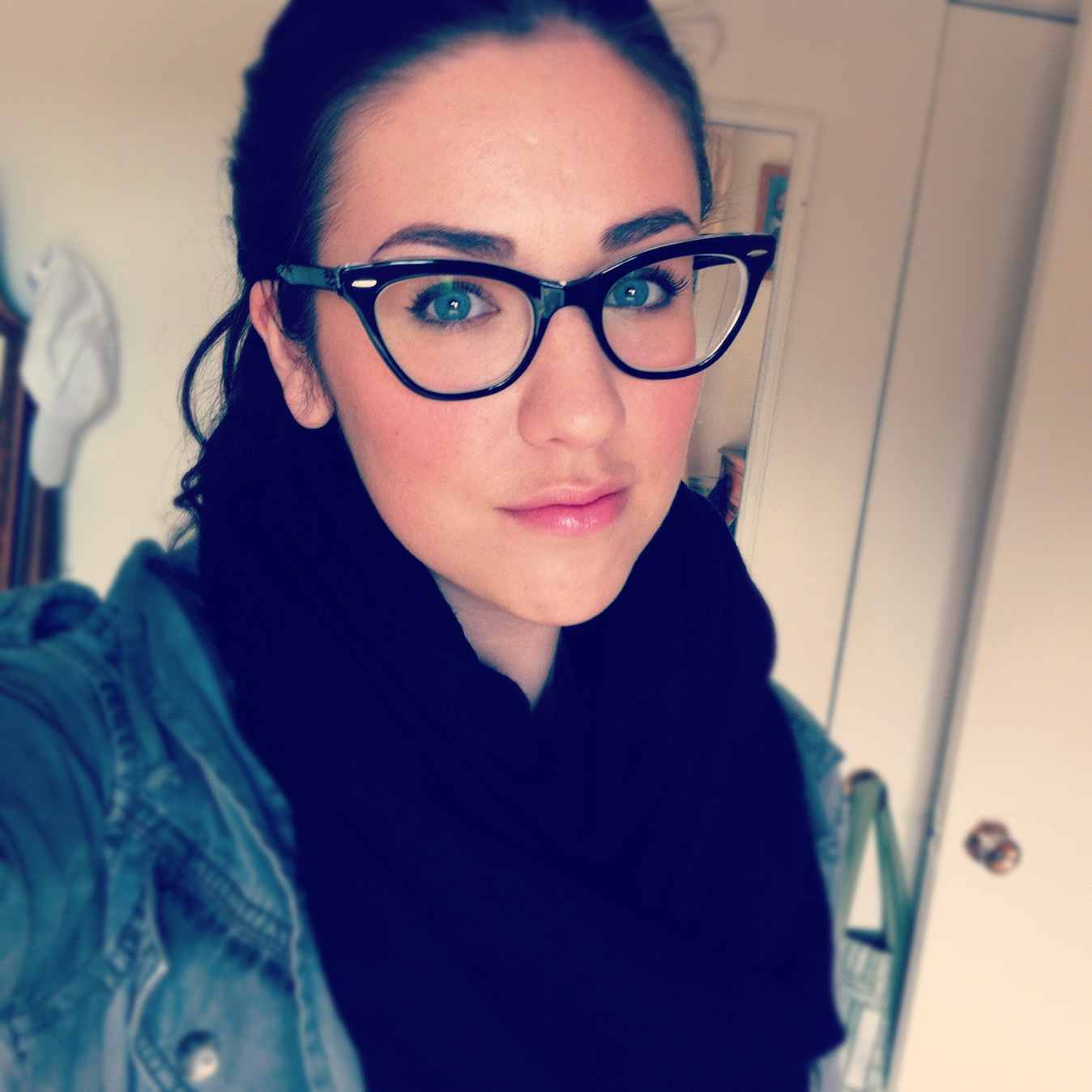 gloss:ary - A Beauty Blog: Makeup Tips for Glasses Wearers