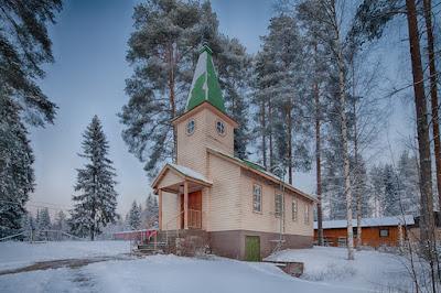 Dimi Doukas valokuvaamassa Muuruveden tsasounaa Kuopiossa