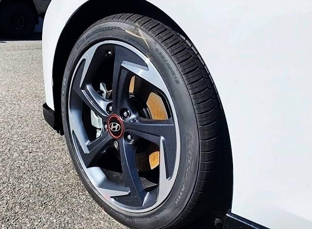 2020-hyundai-veloster-turbo-ultimate-rim-and-tire