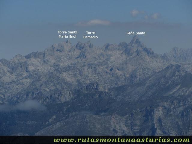 Ruta circular Taranes Tiatordos: Vista desde el Tiatordos de la Peña Santa, Torre de Enmedio y Santa María de Enol