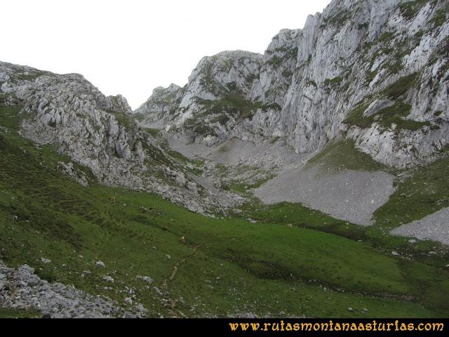 Ruta al Cabezo Llerosos desde La Molina: Bajo los murallones de la Jascal