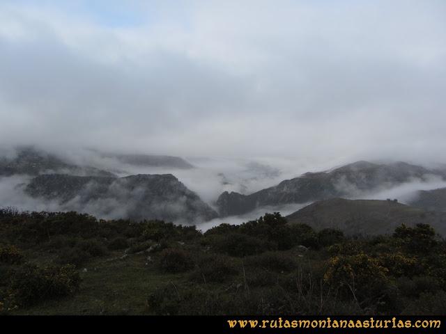 Ruta de las Xanas y Senda de Valdolayés: Nubes hacia abajo
