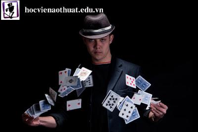 Lớp học ảo thuật đường phố cho mọi lứa tuổi tại Hà Nội
