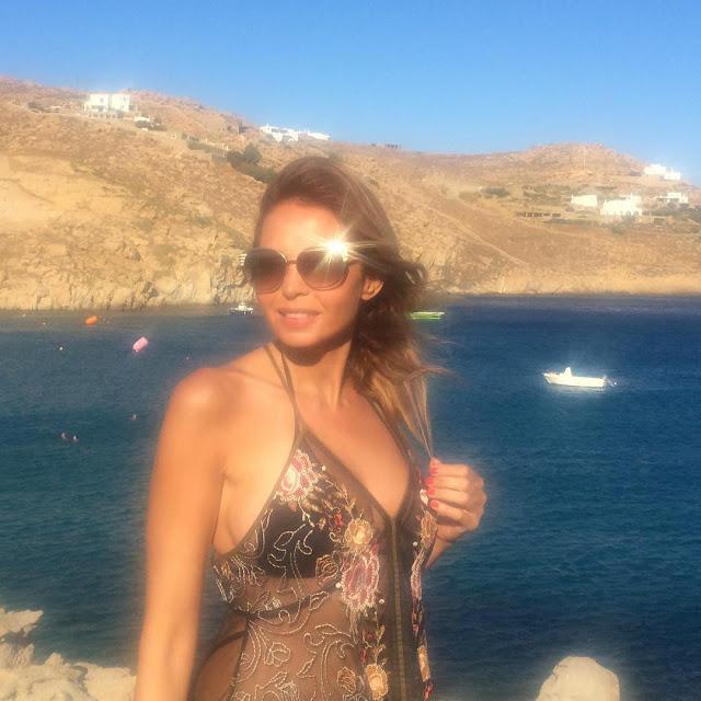المذيعة اللبنانية رولا صفا بالبكيني على البحر !