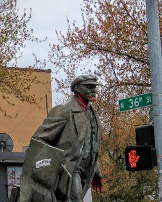 How to Spend a Perfect Sunday in Seattle - Lenin statue
