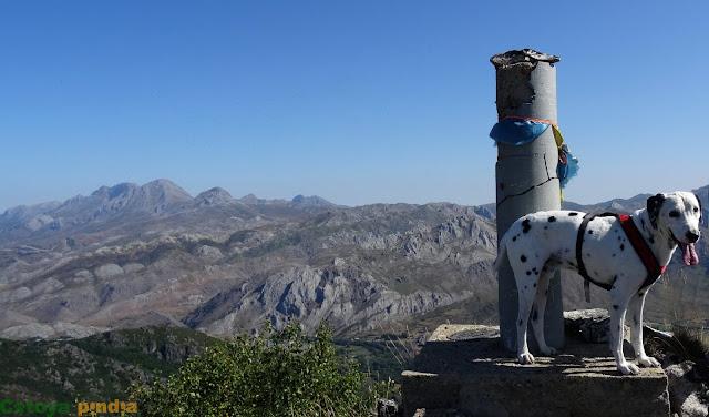 Vistas del vértice y la cima del Pico Cáscaros