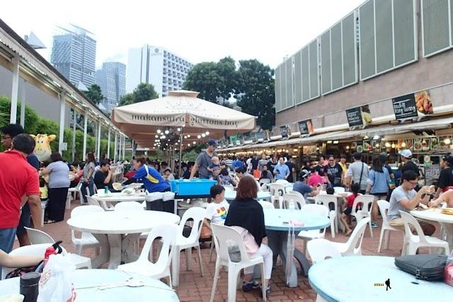 Makan Sore di Makansutra Gluttons Bay, Singapore
