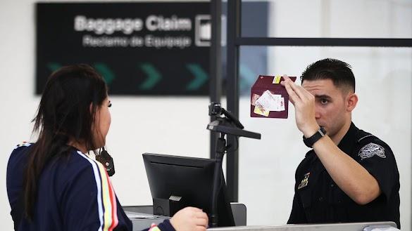 Waspada Penyebab Petugas Imigrasi Curiga Para Turis Saat Pemeriksaan Paspor