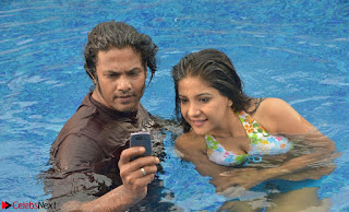 Romantic Stills from Tamil movie Jeyikkira Kuthira 005.jpg
