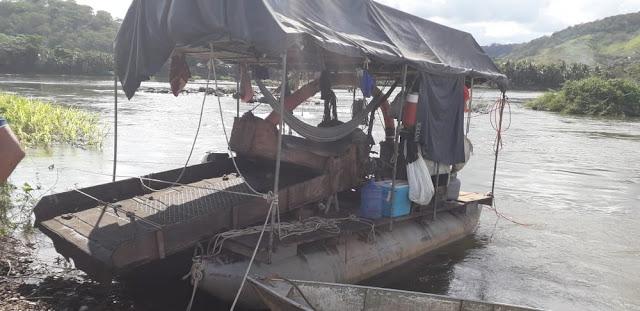 Polícia flagra extração ilegal de ouro no Rio Paraíba do Sul, em São Fidélis